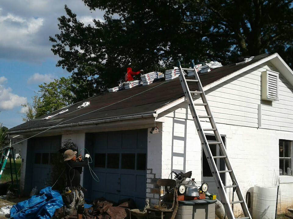 Getting ready to being the roofing installation at this New Oxford PA 17350 roofing project
